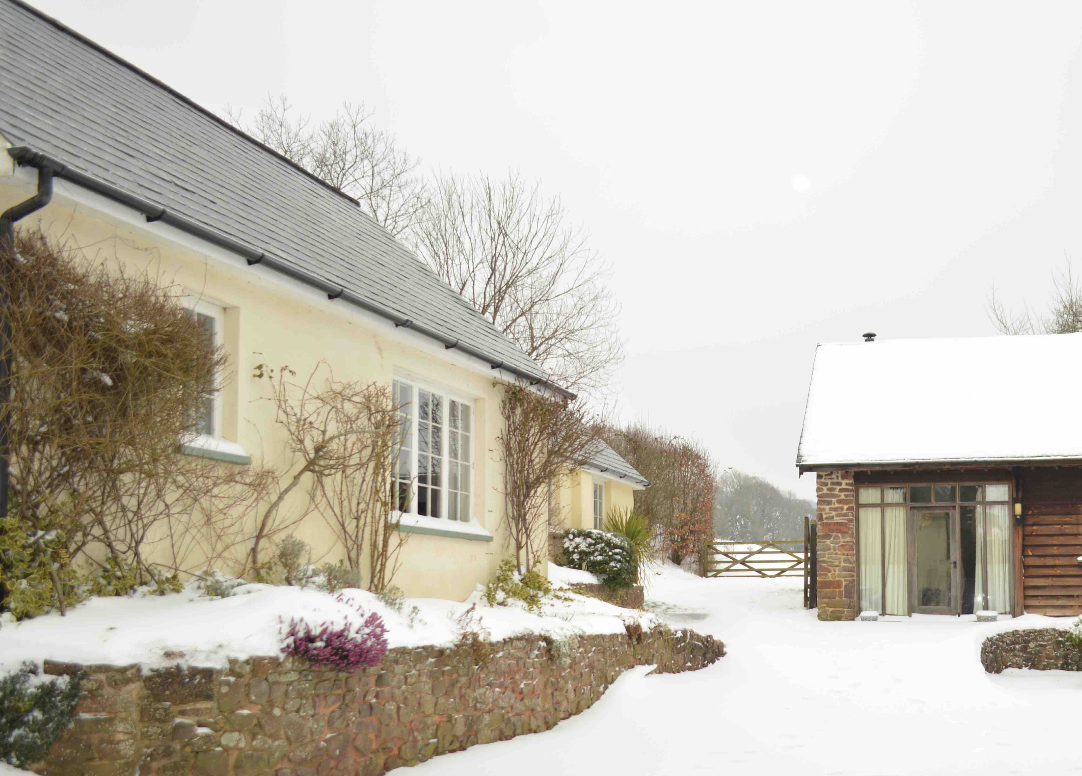 snow; cottages; orchard retreat; devon; self-catering; gleaming
